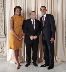 800px-Lars_Lokke_Rasmussen_with_Obamas