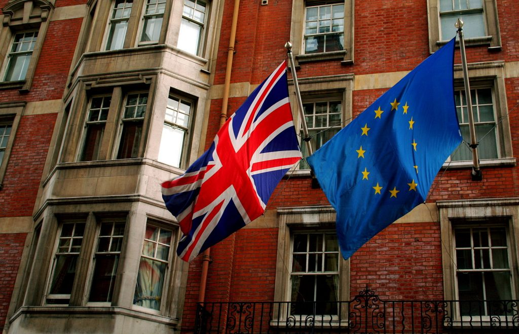 This image has an empty alt attribute; its file name is Union_Jack_and_the_european_flag-1024x659.jpg